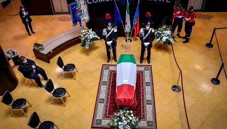 Le cercueil de l'ambassadeur d'Italie en République démocratique du Congo Luca Attanasio, à Limbiate, près de Milan, en Italie, le vendredi 26 février 2021. © Claudio Furlan/LaPresse via AP
