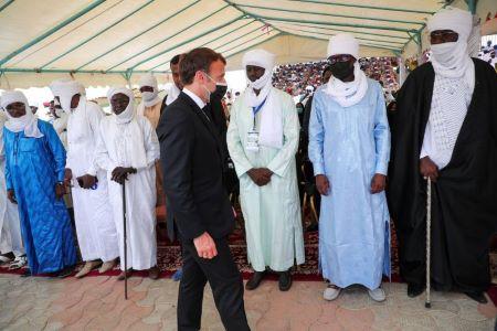 Le président français, Emmanuel Macron, le 23 avril 2021 au Tchad à l'occasion des funérailles du président Idriss Déby, tué au combat plusieurs jours auparavant. Photo Christophe Petit Tesson/Pool via REUTERS