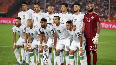 les champions d'Afrique algériens s'offrent là une occasion de communier avec leurs fans basés en France