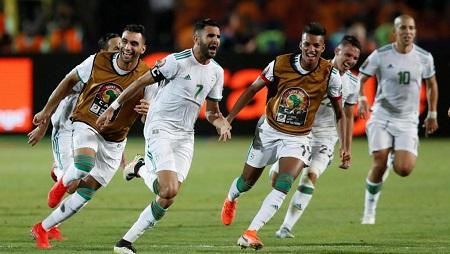 La joie des Algériens après le but de la victoire face au Nigeria, signé Riyad Mahrez. Amr Abdallah Dalsh/Reuters