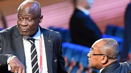 Ahmad AHMAD, le président de la Confédération Africaine de Football, accompagné par son vice-président Constant Selemani OMARI