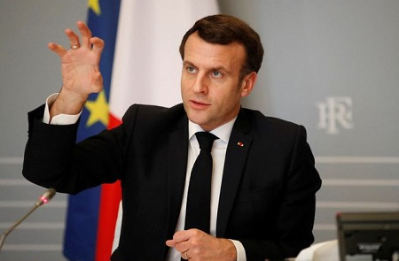 Le président français, Emmanuel Macron, lors d'une visioconférence avec des dirigeants africains, au palais de l'Elysée, le 17 février 2021. GONZALO FUENTES / AFP