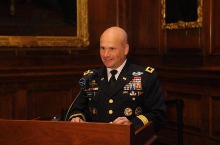 Le général Chistopher G. Cavoli, commandant en chef de la division Europe et Afrique de l'armée américaine