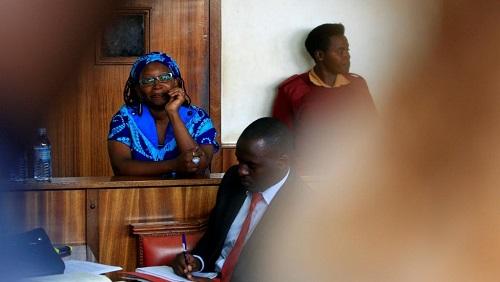 L'universitaire Stella Nyanzi lors de son procès en avril 2017 dans l'affaire de «la paire de fesses». © REUTERS/James Akena