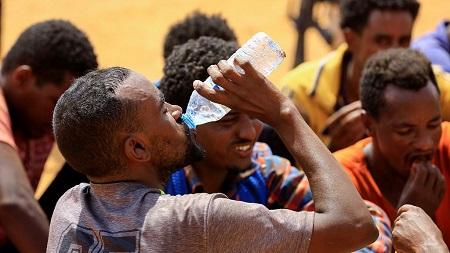 Une force paramilitaire soudanaise a annoncé mercredi avoir arrêté 138 Africains