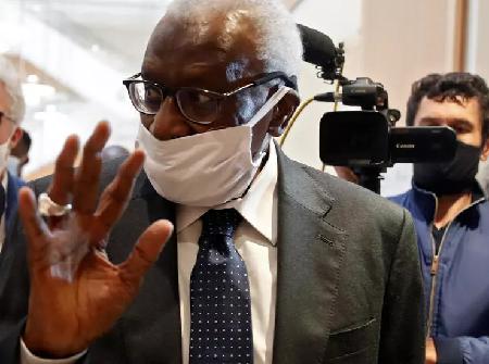 L'ancien président ed lIAAF, Lamine Diack, lors de son arrivée au tribunal de Paris le 8 juin 2020. REUTERS/Gonzalo Fuentes