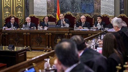 Les magistrats du Tribunal suprême en charge du procès des indépendantistes catalans, à l'ouverture du procès, 12 février 2019 à Madrid. Emilio Naranjo / POOL / AFP