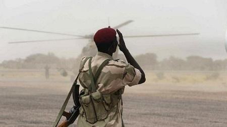Les 1.200 soldats tchadiens, qui étaient déployés depuis neuf mois au Nigeria dans le cadre de la lutte contre le groupe jihadiste, sont arrivés dès vendredi dans leur capitale, N'Djamena, en passant par le Cameroun