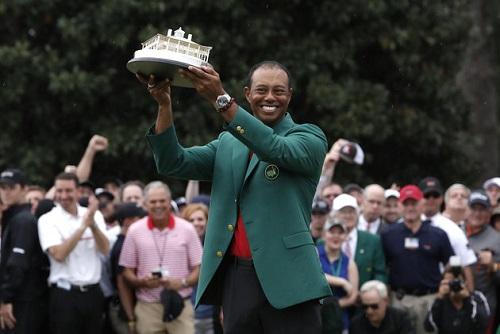 L'Américain Tiger Woods a remporté dimanche à 43 ans le Masters d'Augusta, aux Etats-Unis, son 15e titre du Grand Chelem. MIKE SEGAR / REUTERS