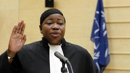 Fatou Bensouda lors de sa prestation de serment à la Cour pénale internationale de La Haye, le 15 juin 2012. AFP PHOTO/POOL/BAS CZERWINSKI