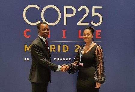 Mallely Florian, avec son Excellence M. Roger Nkodo Dang, Président du Parlement panafricain au COP25, à Madrid  en Espagne