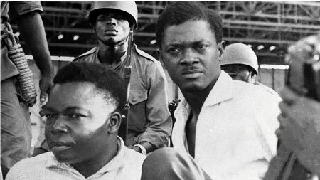 Patrice Lumumba (d) en décembre 1960. AFP PHOTO / STRINGER STRINGER