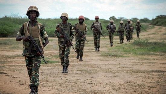 Des soldats burundais de l'Amisom patrouillent en territoire somalien (octobre 2013). © ABDI DAKAN / AU-UN IST PHOTO / AFP