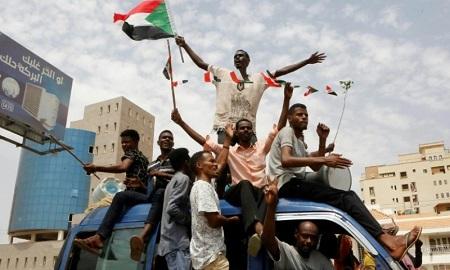Le peuple soudanais a lutté pour un gouvernement de transition dirigé par des civils