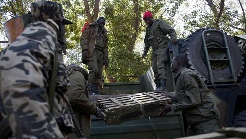 Des soldats maliens près du camp de l'armée dans la localité de Niono, centre du Mali. (Photo d'illustration) © AFP PHOTO / FABIO BUCCIARELLI