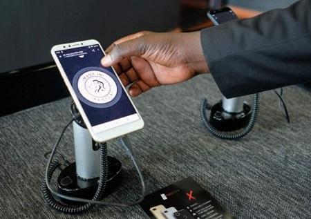 Les smartphones sont fabriqués en Afrique, y compris les composants. REUTERS