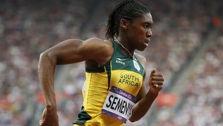 Caster Semenya lors de la demi-finale du 800 mètres aux Jeux olympiques de Londres, en 2012. © REUTERS