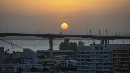 Photo du pont suspendu Maputo-Catembe situé au sud de Maputo, la capitale du Mozambique, le 1er septembre 2019. © GIANLUIGI GUERCIA / AFP