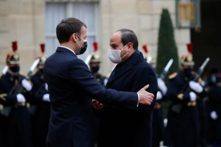 Illustration. Emmanuel Macron et Abdel Fattah al-Sissi à l'Elysée, le 7 décembre. (GONZALO FUENTES/Photo Gonzalo Fuentes. Reuters)