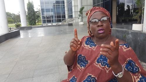 Madame Moussounda Nzamba devant le siège de la Télévision publique gabonaise, le 3 mars 2019. © RFI/Yves-Laurent Goma
