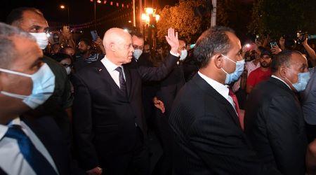 Kaïs Saeïd prend un bain de foule à Tunis après le gel du Parlement. D. R.