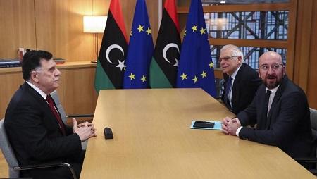 Le chef du gouvernement d'union national libyen, Fayez el-Sarraj (G) a été reçu par le chef de la diplomatie européenne Josep Borrell (C) etCharles Michel, le président du Conseil européen, ce 8 janvier 2020. © Francisco Seco / AP Pool / AFP