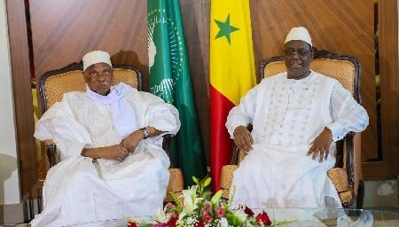 Abdoulaye Wade et Macky Sall lors de leur rencontre au Palais de la République à Dakar le 12 octobre 2019