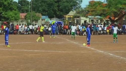 Des centaines de supporters de football réunis à Yei, pour assister à un tournoi de football visant à promouvoir la paix dans la région