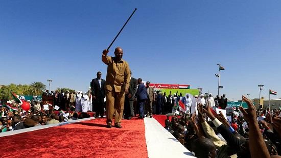 Le président soudanais Omar el-Béchir parmi ses partisans lors d'une manifestation à Khartoum, le 9 janvier 2019. © REUTERS/Mohamed Nureldin Abdallah