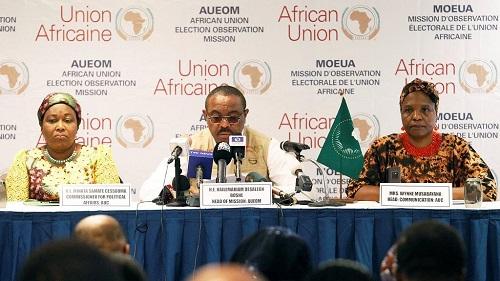 Les observateurs évaluent l'impact du report des élections