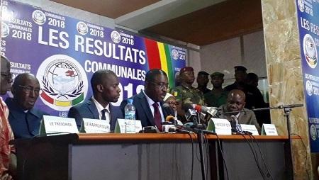 La Céni proclame les résultats des élections communales (au centre son président Me Salif Kébé), le 23 février 2018. © Carol Valade/RFI