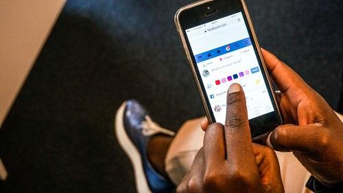Facebook, Twitter mais aussi des messageries populaires comme WhatsApp sont bloqués (photo d'illustration). © AR