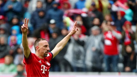 Franck Ribéry célèbre son but face à Hanovre 96 à l'Allianz Arena de Munch le 4 mai 2019 REUTERS/Michael Dalder
