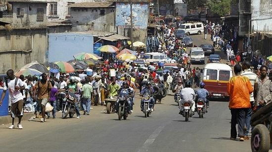 Quelque 300 à 400 personnes ont pris part dans la capitale sierra-léonaise à cette marche pacifique sur une distance de cinq km, en présence de l'épouse du président sierra-léonais, Fatima Bio