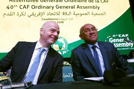 Dans cette photo du 2 février 2018, le président de la Confédération du football africain, Ahmad Ahmad, à droite, et le président de la FIFA, Gianni Infantino, assistent à l'ouverture de l'assemblée générale de la Confédération du football africain à Casablanca, au Maroc. (ABDELJALIL BOUNHAR / AP).China Daily