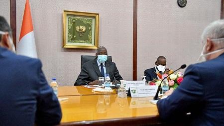 Le Premier ministre ivoirien Amadou Gon Coulibaly, candidat du parti au pouvoir à la présidentielle d'octobre, s'est placé lui-même en confinement