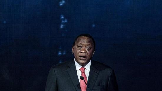 Au Kenya, beaucoup de voix commencent à s'élever contre des amendements signés la semaine dernière par le président Kenyatta renforçant la loi d'enregistrement des personnes. © Yasuyoshi CHIBA / AFP
