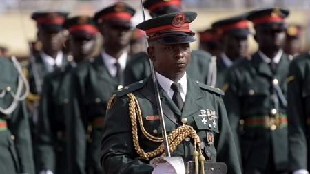 De nombreux dossiers chauds attendent le ministre de la Défense, dont la réforme de l'armée (image d'illustration). © SEYLLOU / AFP