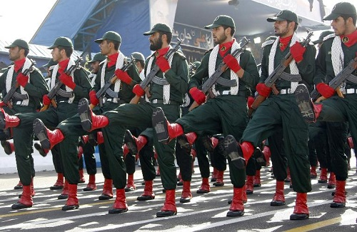 Les Gardiens de la révolution défilent à Téhéran, le 21 septembre 2008. Behrouz Mehri (AFP/Archives)