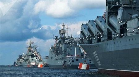 La flotte russe lors d'une parade navale.(Illustration)