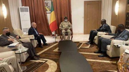 Ramtane Lamamra en visite officielle à Bamako, reçu par Assimi Goïta