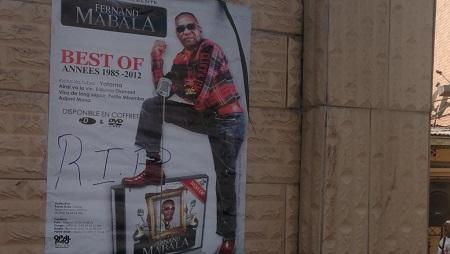 Un poster de Fernand Mabala placardé sur le mur du domicile de sa famille, lieu du deuil à Brazzaville, le 5 août 2019. © Loïcia Martial/RFI