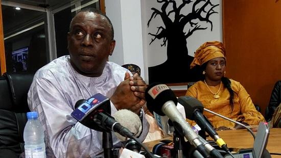 Cheikh Tidiane Gadio lors de sa conférence de presse, le vendredi 21 décembre à Dakar. © Guillaume Thibault/RFI