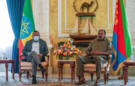 Le premier ministre éthiopien, Abiy Ahmed, (à gauche) a rencontré le président érythréen, Issaias Afeworki. Photo: Aron Simeneh Bureau du premier ministre éthiopien / AFP