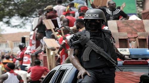 La police ghanéenne a suspendu trois agents mis en cause dans l'agression de journalistes qu'ils avaient frappés