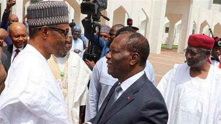 Le président ivoirien Alassane Ouattara et son homologue nigérian, Muhammadu Buhari, le 30 octobre 2017 à Abidjan.au Palais de la Présidence d'Abuja. © Présidence ivoirienne