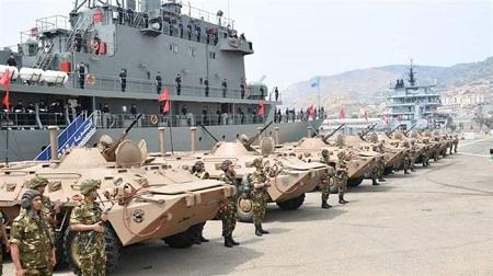 La marine algérienne accompagnée des unités terrestres. ©Twitter