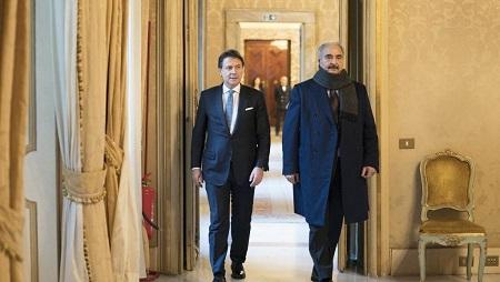 Guiseppe Conte a reçu le maréchal Haftar au palais Chigi, à Rome, le 8 janvier 2020. © Handout / Palazzo Chigi press office / AFP