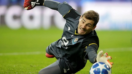 Iker Casillas, 37 ans, ancien gardien de but du Real Madrid et de l'équipe national d'Espagne, et actuel gardien de but du Fc Porto au Portugal