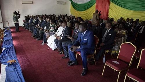 Des représentants du gouvernement centrafricain lors de la signature de l'accord de paix avec les 14 groupes armés en RCA. Le 6 février 2019 à Bangui. © FLORENT VERGNES / AFP